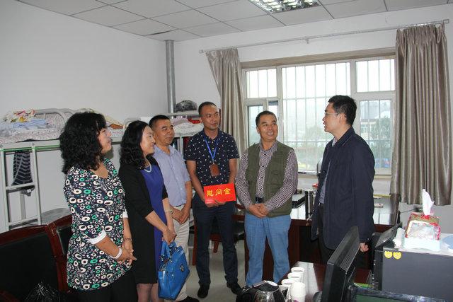 民革乌鲁木齐市委会看望慰问社区一线干部